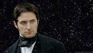 Devon, un arrogante aristócrata inglés que culpa a Axel de sus problemas familiares